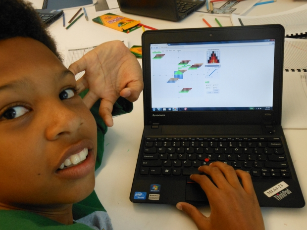 A student uses the Virtual Bead Loom, a culturally situated design tool (CSDT). Photo by Nettrice Gaskins.